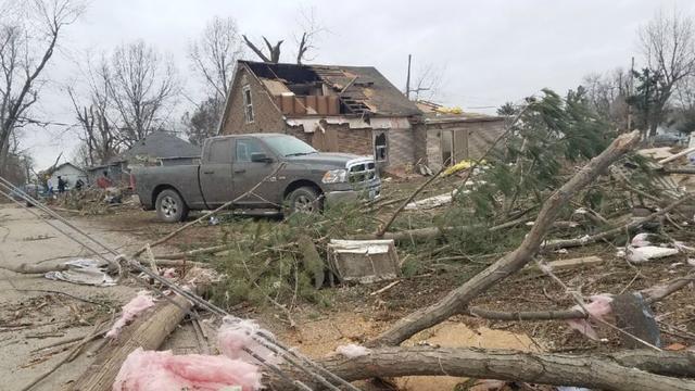 Tornado_damage_in_Taylorville_0_6475618_ver1.0_640_360.jpg